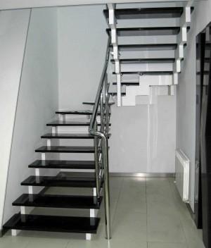 Лестница на металлокаркасе №10