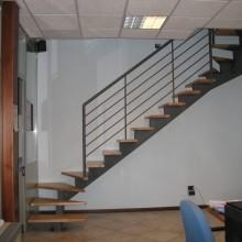 Лестница на металлокаркасе №09