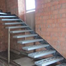 Лестница на металлокаркасе №12